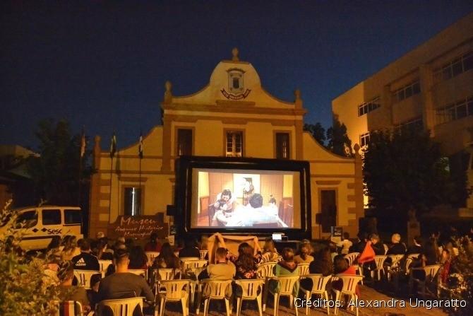 Foto Cinema de Rua realizará edição de abril na Praça Loureiro da Silva