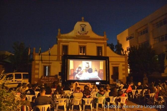 Foto de capa Cinema de Rua realizará edição de abril na Praça Loureiro da Silva