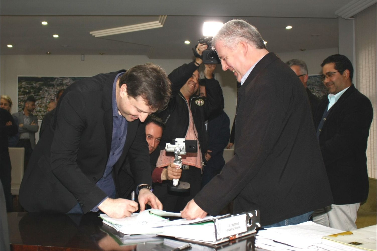 Foto Prefeitura entrega Licença Prévia para a construção de parques temáticos