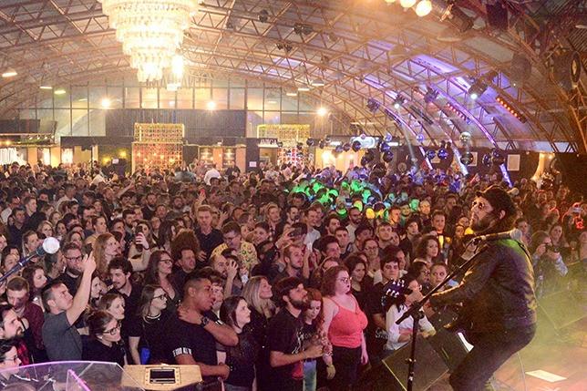 Foto Diversidade de ritmos e qualidade dos espumantes brasileiros marcam 3º final de semana da Fenachamp