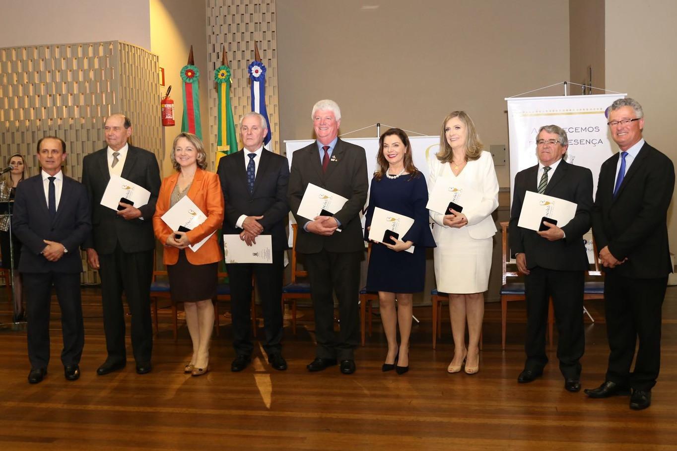 Foto Prefeitura homenageia personalidades, empresários e produtores rurais