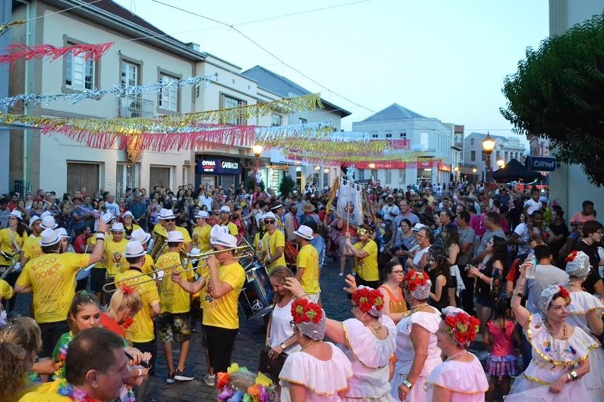 Foto Está chegando o Carnaval Retrô