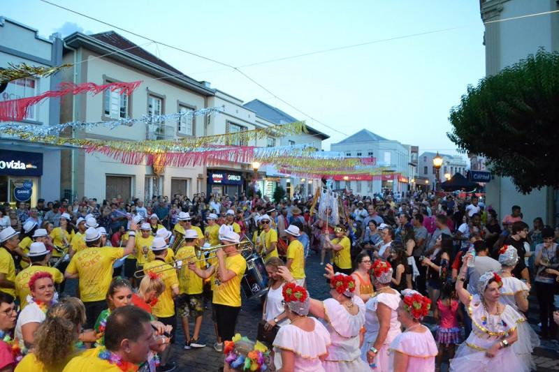 Foto de capa Está chegando o Carnaval Retrô