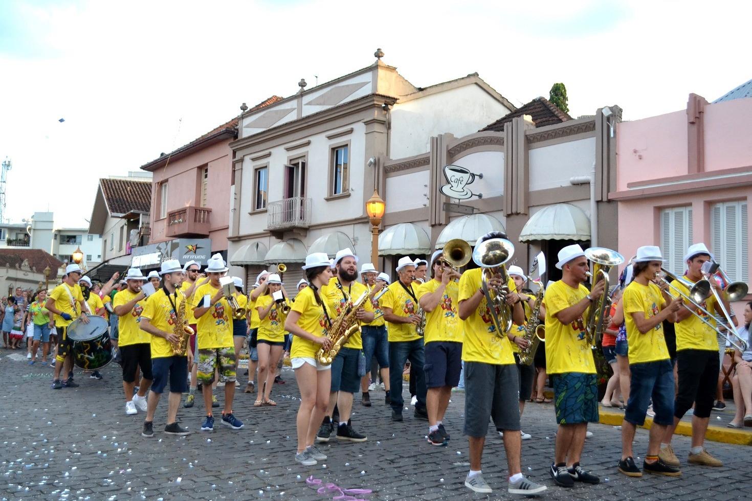 Foto Garibaldi vive o Carnaval Retrô