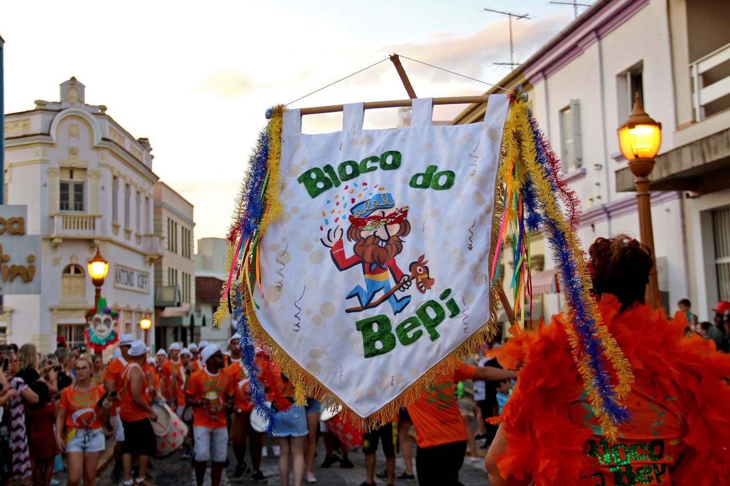 Foto Carnaval Retrô: diversão e alegria contagiante