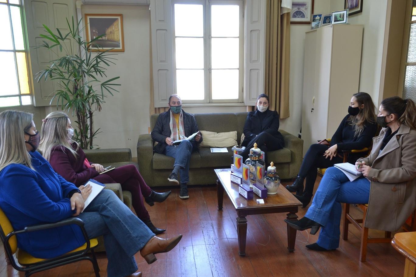 Foto Prefeitura e entidades reforçam campanha para a compra em Garibaldi