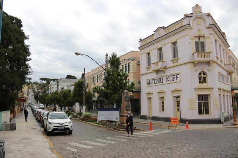 Foto de capa Mais espaço para o passeio público na rua Júlio de Castilhos